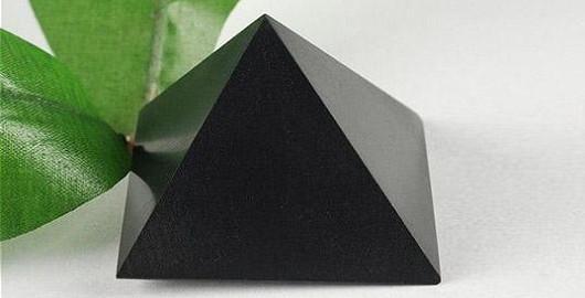 Harmonizující kámen, který pohlcuje záření a dokáže čistit vodu