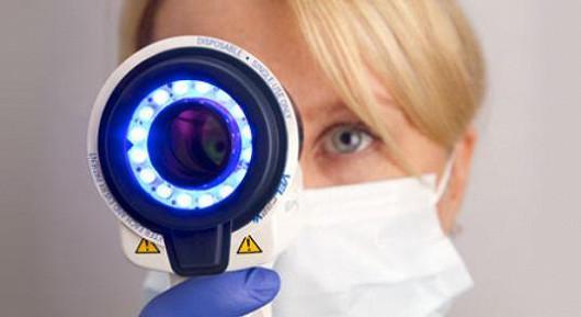 Modré světlo odhalí nádor v ústech a zachrání vám jazyk