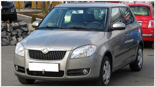 Vyhledávaný model Škoda Fabia 1.2 hatchback, z roku 2007, po 1. majiteli, se servisní knížkou, najeto pouze 63 389 km