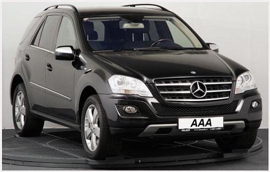 Třetí luxusní lahůdkou je pohodlné SUV MercedesML 4x4 v perfektním celkovém stavu