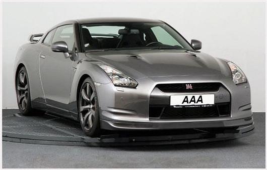 Třetí luxusní lahůdkou je neskutečně rychlý NissanGT-R 3.8 V6, 4x4 zroku 2011, po 1. majiteli, najeto pouhých 13403 km