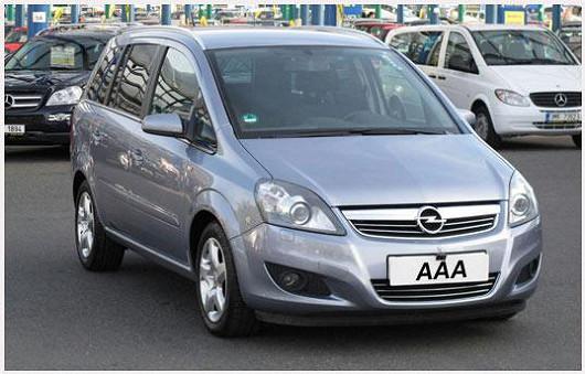 Praktický rodinný Opel Zafira 1.7 CDTi, z roku 2008, šedá metalíza, koupeno nové vČR, po 1. majiteli, najeto pouze 74 806 km
