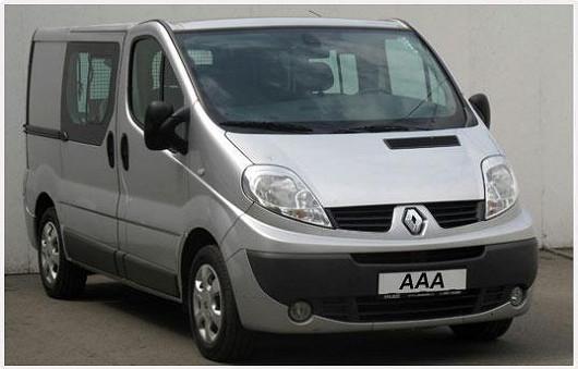 Všestranný prostorný vůz pro rodinu i podnikání, to je Renault Trafic 2.0 dCi ve stříbrné metalíze, rok 2007, se servisní knížkou, najeto jen 94 660 km