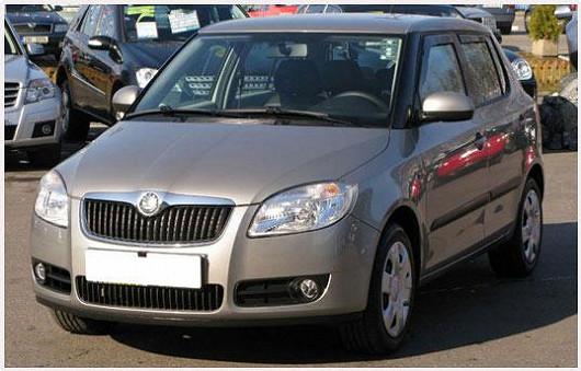 Vyhledávaný model Škoda Fabia 1.2 hatchback, z roku 2008, po 1. majiteli, se servisní knížkou, najeto pouze 30097 km