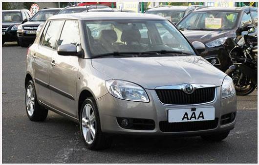 Oblíbená Škoda Fabia 1.2 hatchback, výbava Ambiente, béžová metalíza, z roku 2008, po 1. majiteli, najeto pouze 52 675 km