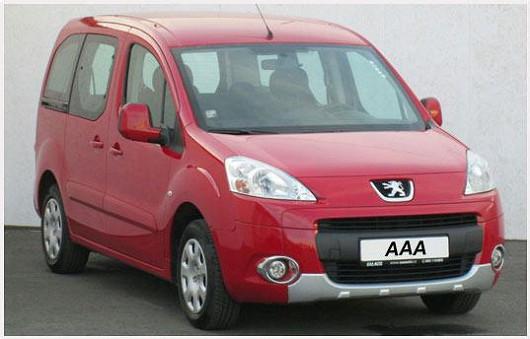 Praktický Peugeot Partner 1.6HDi, 5místný pickup, červená barva, rok 2010, po 1. majiteli, servisní knížka, najeto pouze 78 905 km