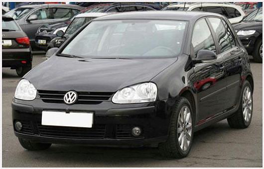 Populární VW Golf 1.6 hatchback, z roku 2006, po 1. majiteli, najeto pouze 95 686 km