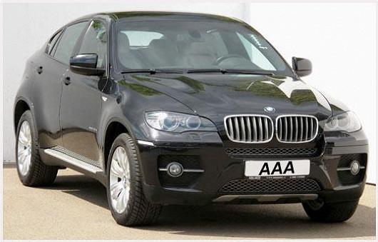Třetí luxusní lahůdkou je BMW X6 30d 4x4 v černé metalíze z roku 2008, najeto pouhých 93 344 km