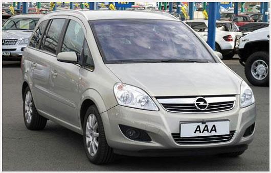 Praktický rodinný Opel Zafira 1.9 CDTI, stříbrná metalíza, zakoupeno nové vČR, po prvním majiteli, najeto jen 93500 km