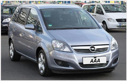 Praktický rodinný Opel Zafira 1.7 CDTi, šedá metalíza, zroku 2008, po prvním majiteli, najeto jen 74806 km