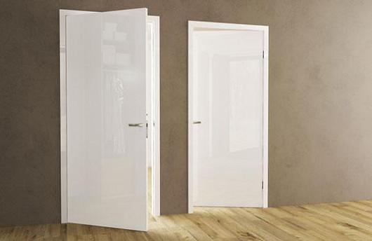 Reverzní otevírání – stejný vzhled bezfalcových dveří při různých směrech otevírání