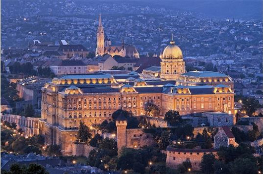 Poznejte Budapešť, město s tisíciletou historií. Ubytování s wellness i bazénem v proslulém hotelu Kempinski za 3999 Kč.