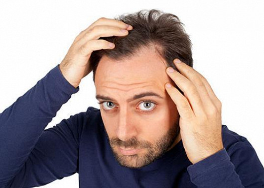První signály zvýšeného vypadávání vlasů