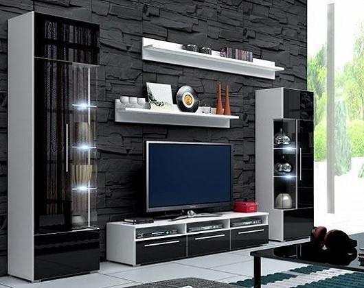 Zapomeňte na obývák přecpaný nábytkem. Móda diktuje vzdušnost a jednoduché tvary