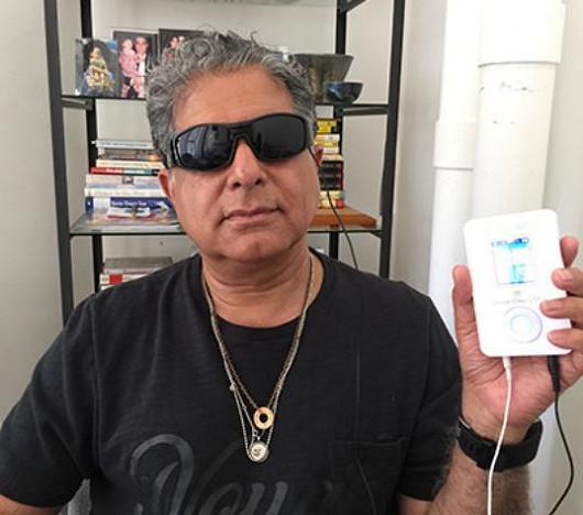 Deepak Chopra prodává vlastní přístroje