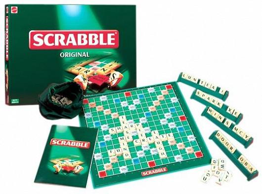 Scrabble, pravděpodobně nejznámější světová slovní hra, v české verzi (Mattel)