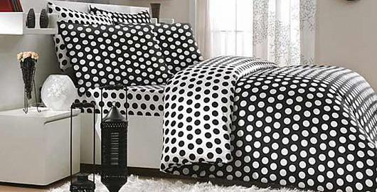 Puntíky, černá a bílá: To pravé pro moderní ložnici