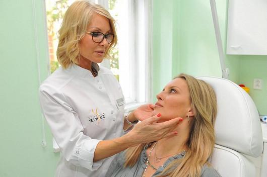 Simona Krainová si dává botox do čela