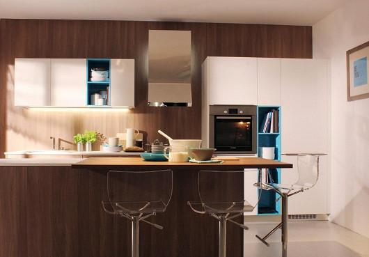 Kuchyňská sestava COMFORT v provedení jednostranný 7vrstvý lak, barva bílá lesk / tyrkysová v kombinaci se strukturovanou LKD v provedení ořech drsný