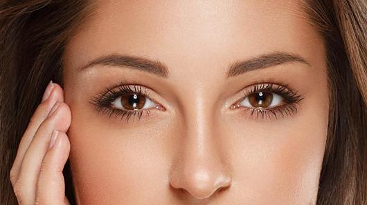 Lifting citlivého očního okolí a víček bez skalpelu