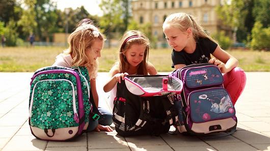 Kdo vybírá aktovku do první třídy, maminka nebo dítě?