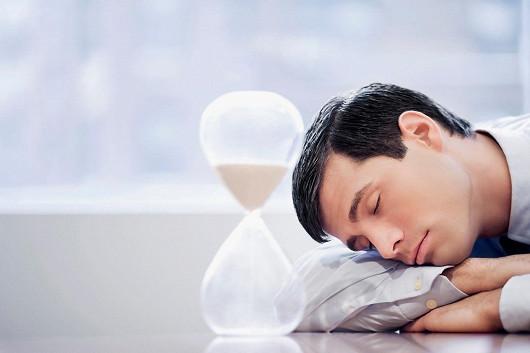 Tip pro zvýšení testosteronu? Delší spánek