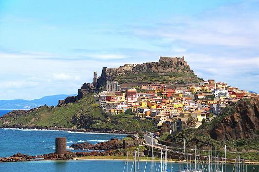 Pláže jako z filmu a divoké útesy Sardinie - Corte Rosada ****