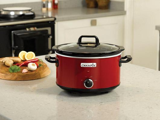Pomalý hrnec Crock-Pot® pochází z Ameriky a rychle se zabydluje i u nás, nechybí i ve vaší kuchyni?