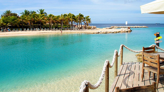 Curacao – slavný likér, ale také barevný ostrov v Karibiku