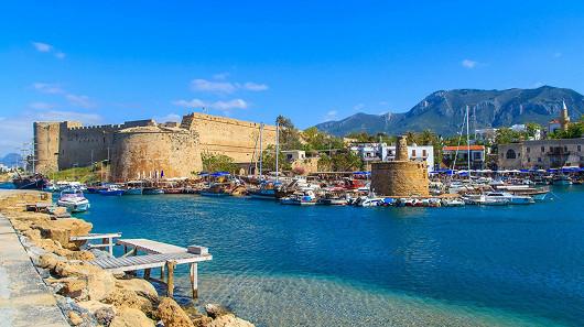 Kypr – ostrov lásky vás okouzlí křišťálově průzračnou vodou i hudebními večery