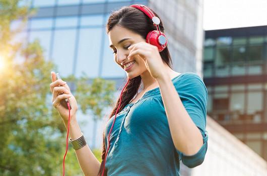 LTE mobily za výhodnou cenu s audio příslušenstvím zdarma