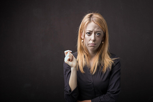 Ze ztrhané tváře rozzářený obličej