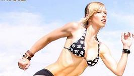 Není divu, že se na videa cvičící Zuzany rádi dívají i muži, kteří fitness neholdují.