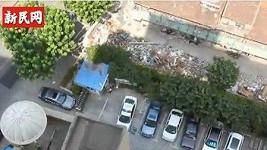 Byt, ze kterého žena vypadla, se nachází v 18. patře vysoké budovy.