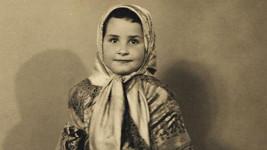 Poznáte, která česká hvězda vyrostla z této roztomilé holčičky?