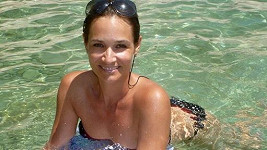 Klára v moři.