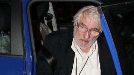 Pavla Landovského přivezlo auto.