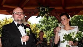 Novomanželé se svými dvojčaty, Josefem a Magdalenou.