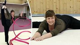 Anežka Rusevová zvládá gymnastiku.