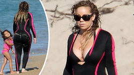 Mariah se zahalila, přesto zdůraznila své oblé křivky.