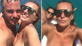 Na dovolené není česká sexbomba za žádnou stydlivku.