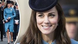 Vévodkyně byla obdarována krásnou broží.