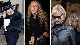 Kate Moss s Evou Herzigovou a Terezou Maxovou na pohřbu Franky Sozzani (uprostřed)