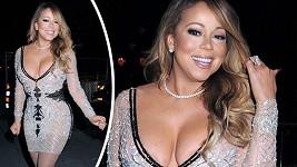 Mariah Carey oblékla šaty zdůrazňující její tvary.