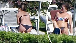 Jennifer se opalovala v Itálii.