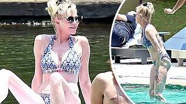 Melanie Griffith se vydala na svatbu Evy Longorie a zůstala v Mexiku ještě pár dní,než odjela na dovolenou s Kris Jenner.