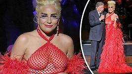 Lady Gaga během koncertu s Tonym Bennettem.