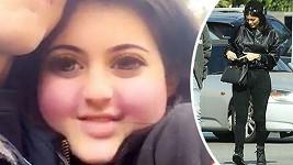 Kylie Jenner si z údajného přibírání na váze ještě vystřelila upravenou selfie (vlevo).