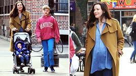 Liv Tyler se svými dvěma syny. Třetí dítko je na cestě.