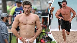 Scott Eastwood zářil na triatlonu.